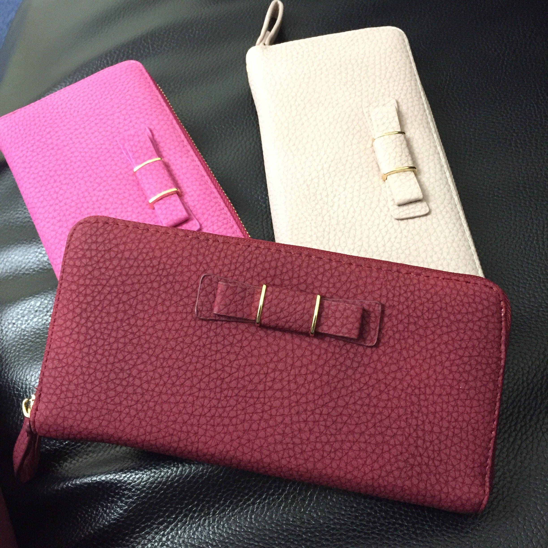 リボン付き長財布 - カード入れやポケットなどがたくさんついた収納力の高い長財布です。